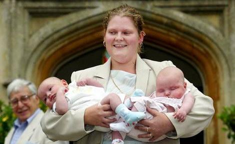 Луиза Браун с детьми и Роберт Эдвардс